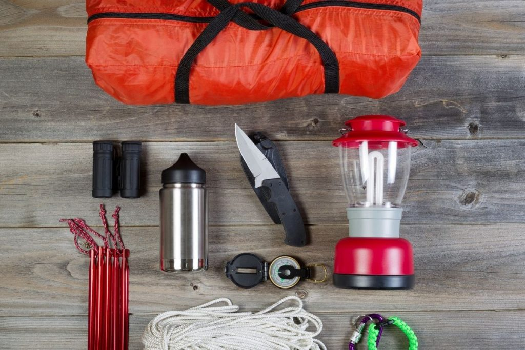 Camping gear like lamps and rope